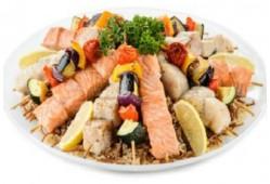 Ассорти рыбных и овощных шашлычков