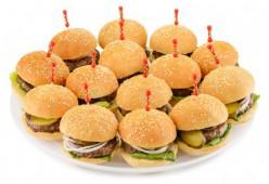 Мини гамбургеры с соленым огурчиком